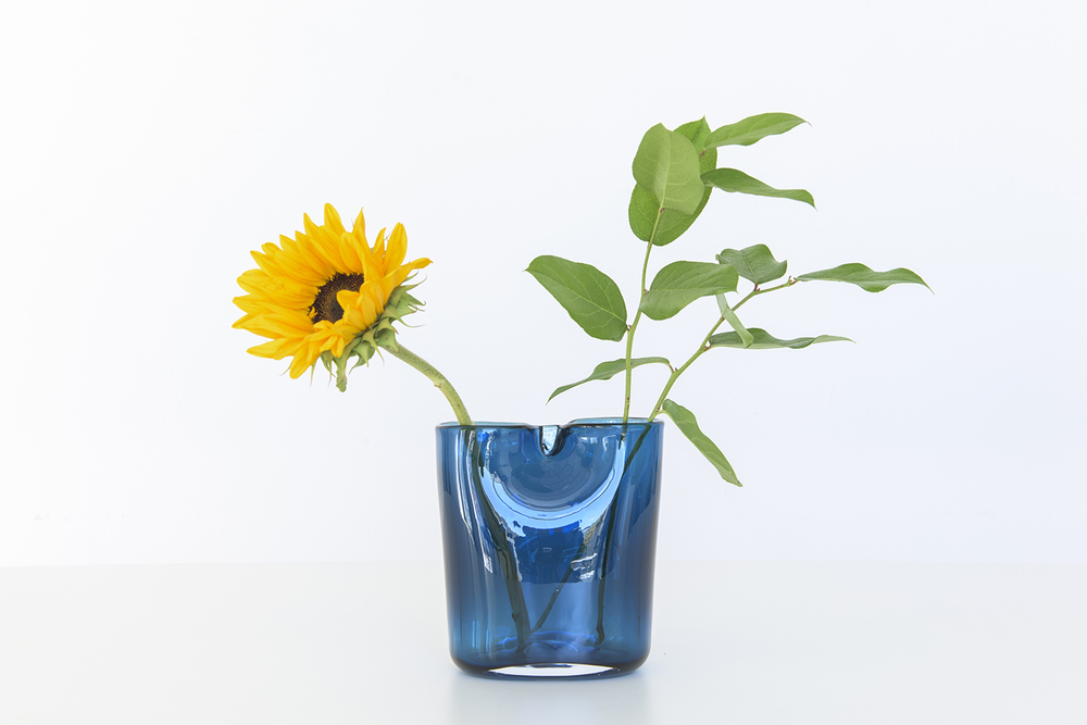 oui_vase_by_kristine_five_melvaer_and_torbjoern_anderssen_for_magnor_glassverk_14.jpg