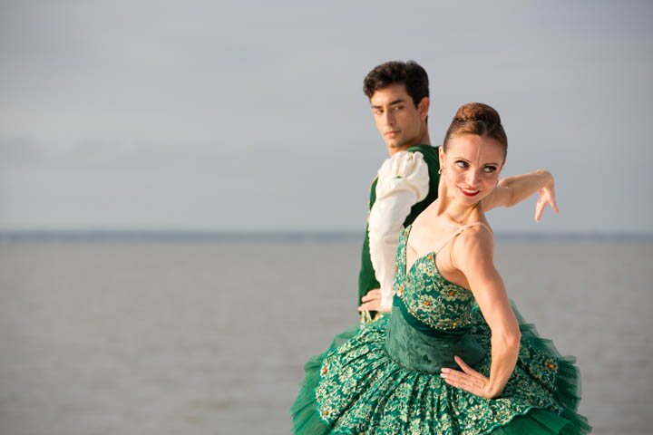 "Pas de deux from ""La Esmeralda"" performed by Mary Carmen Catoya and Kleber Rebello"
