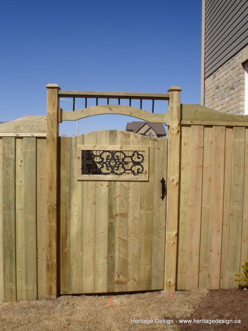Heritage Design Wood Fence.jpg