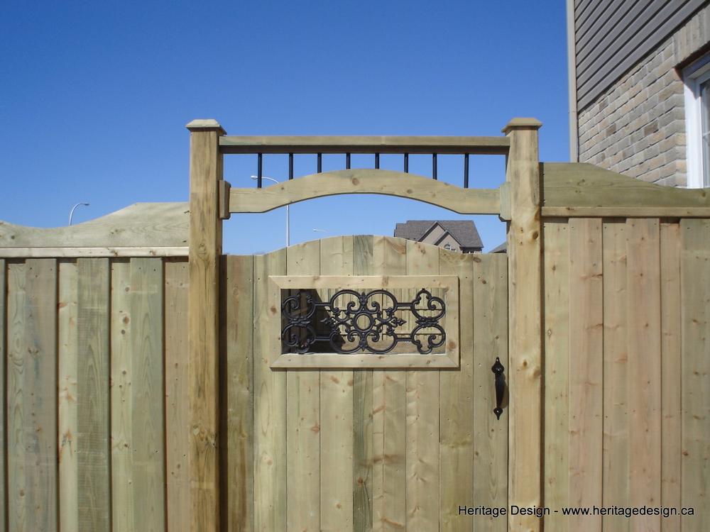 Heritage Design Wood Fence-1.jpg