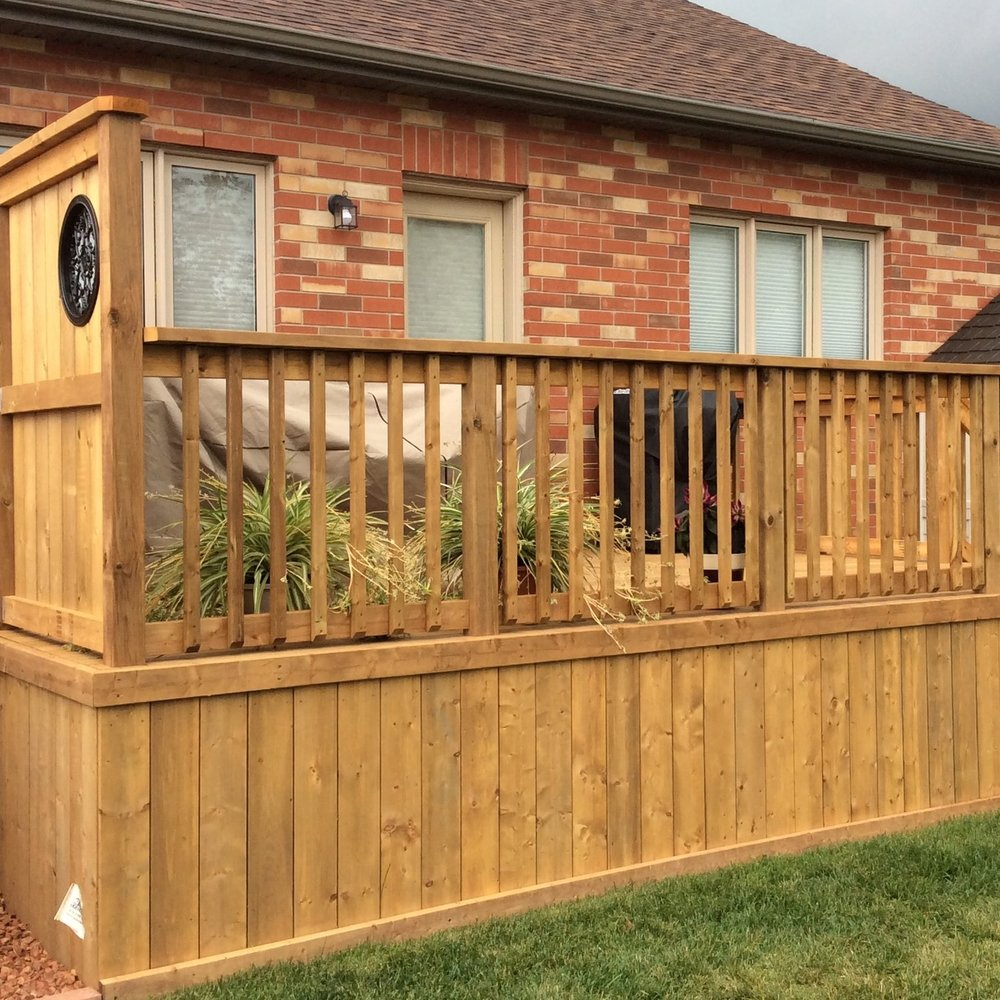 Traditional Wood Picket Railing