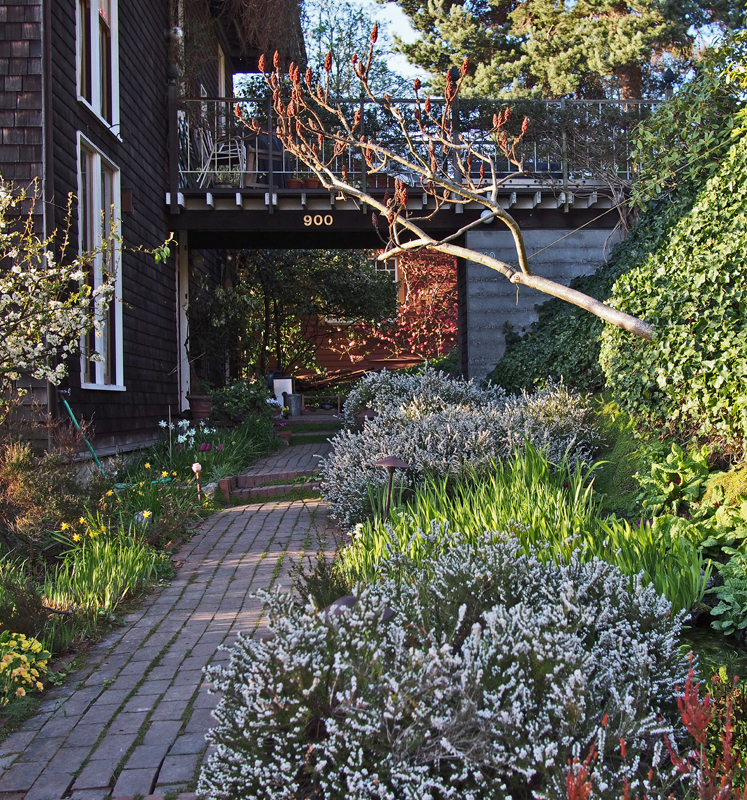 13_0402 Home Garden small.jpg