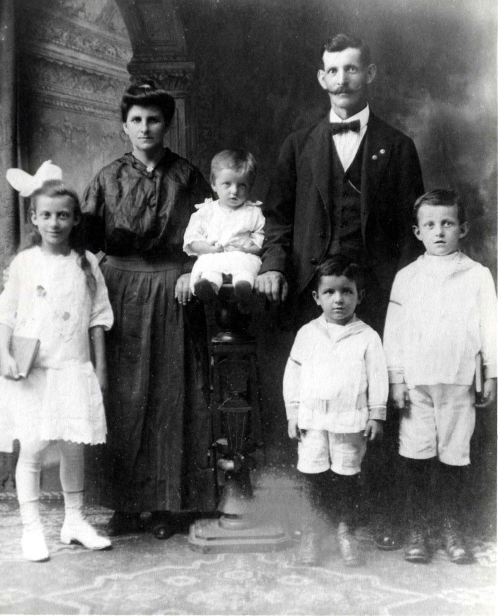 Antoncich Family 1917.jpg