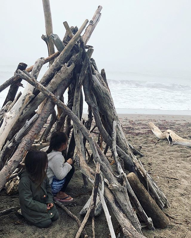 Cambria, Moonstone beach 🌙🌫 We searched and searched for moonstones but did not find. In the process Naomi realized she had fun searching even though we didn't find the actual stone. Life lesson for the win 🌞 #coastalroadtrip #summeradventures #nextstopbigsur