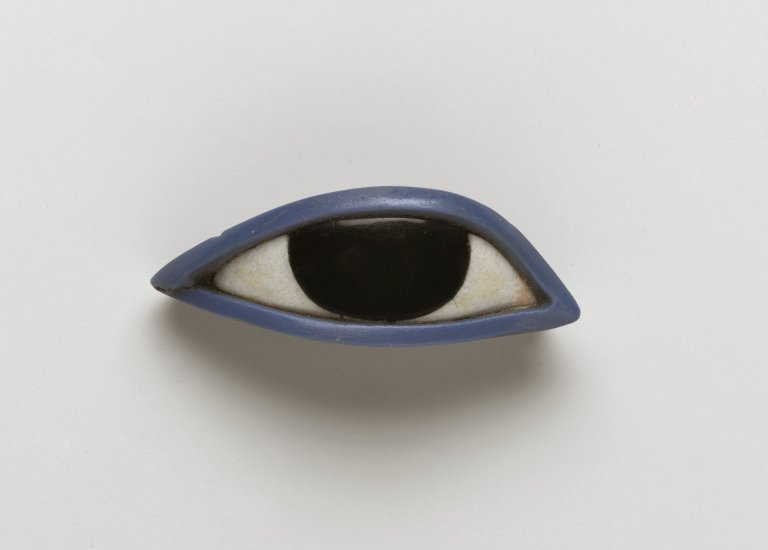 caskette :     Right eye from an anthropoid coffin, Egypt, 1539-30 BC