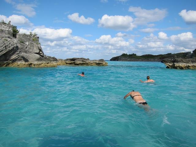 Stannade till och simmade, färgen på vattnet är i en klass för sig!