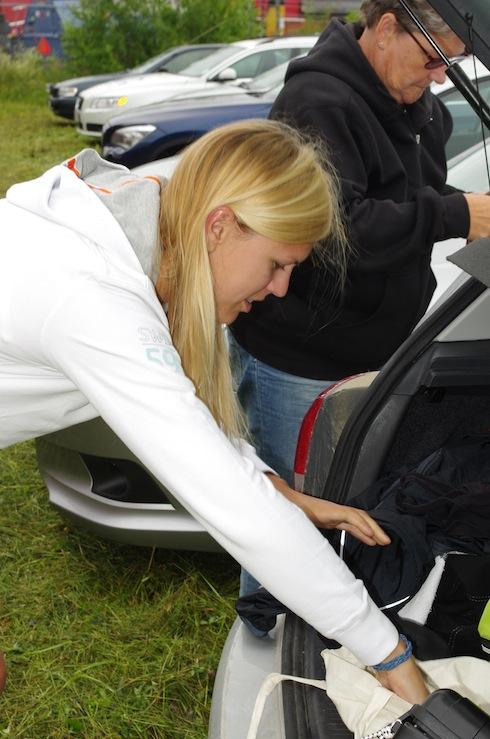 Ombyte vid bilen innan start, mamma tyckte det påminde om hennes dagar som orienterare :)