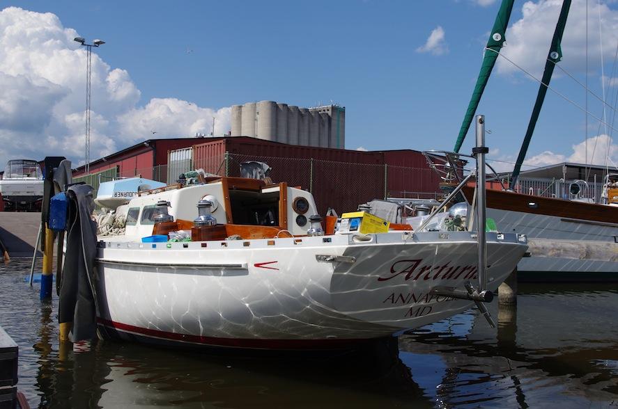I fredags sjösattes äntligen vår båt!