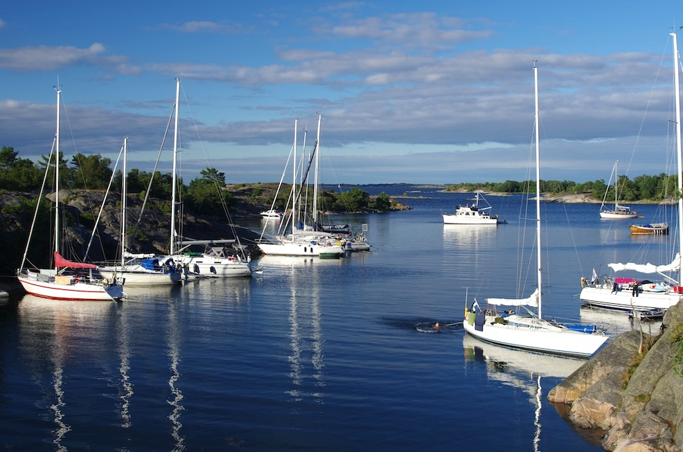A typical scene in the outer archipelago - no way this many boats would fit all anchored in the middle!