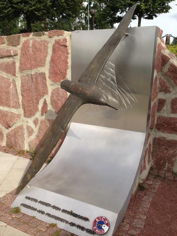 Albatross statue commerorating Åland's Cape Horn Association