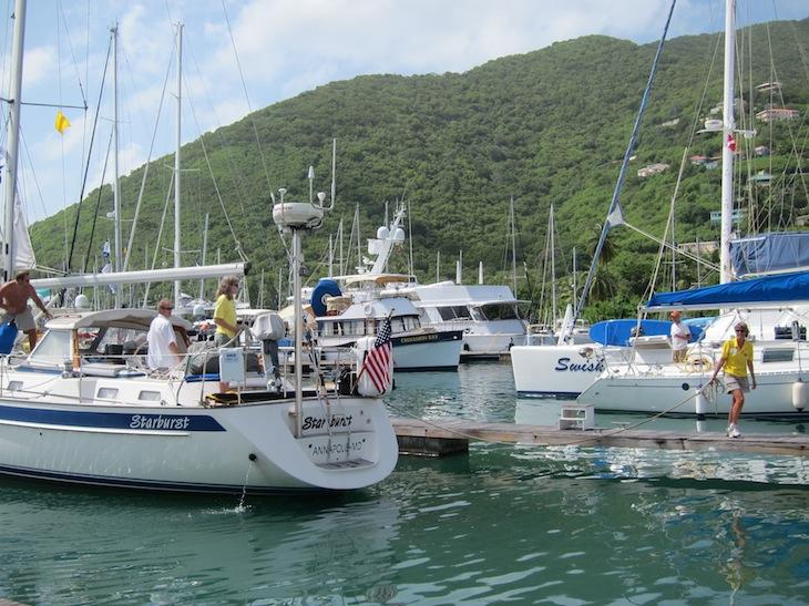 Claudia välkomnar Starburst i Nanny Cay