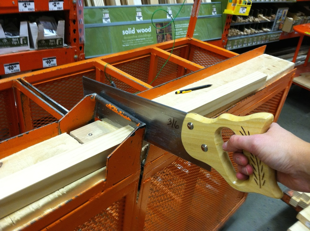 Sågar till plankorna på Home Depot