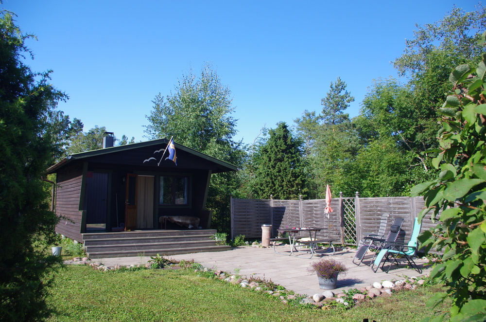The guest cottage at Tryggve and Lotta's (Johanna's parents) summer property in Åland. It had bunk beds...and a sauna. Mia and I took full advantage!