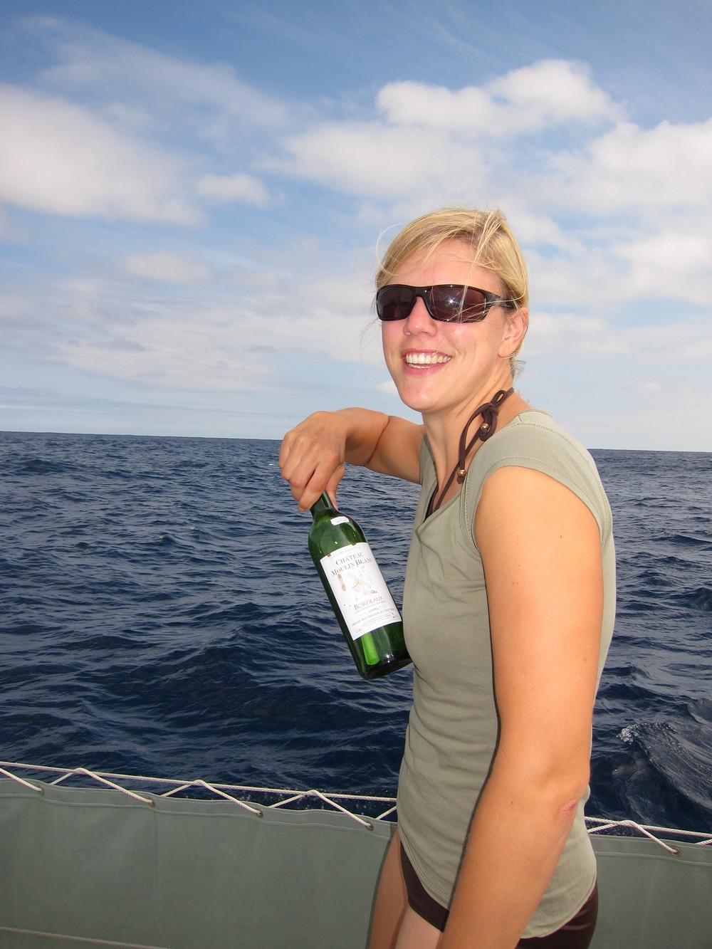 Jag slänger i flaskposten någonstans mellan Nova Scotia (Kanada) och Irland.