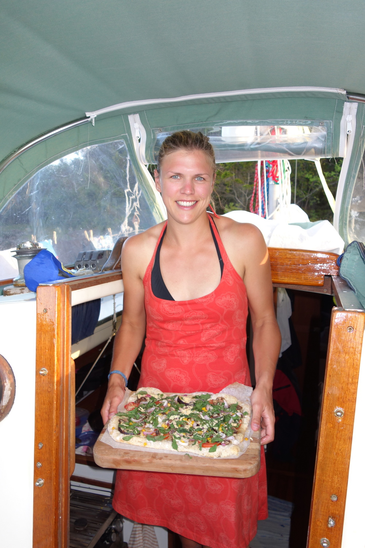 Pizza fungerar alldeles utmärkt att baka på båten, trots att vi då inte hade någon kyl
