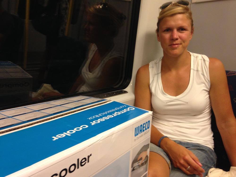 På tunnelbanan med vår nyinköpta kyl