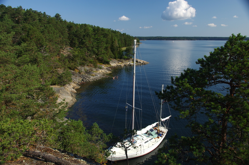 Arcturus strax utanför Saltsjöbaden! Klickar ni på bilden kommer den upp större och ni kan se jag o mamma badar från klipporna i bakgrunden :)