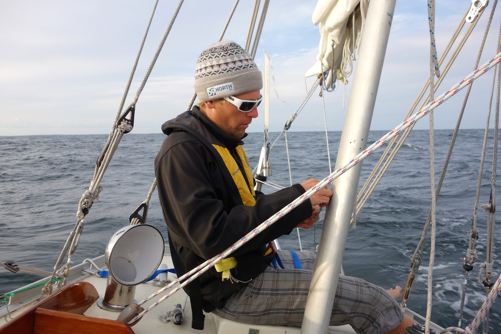 Setting up Sune-the-driver - our Cape Horn wind vane - en route to Gotland. A few hours later, it was dark.