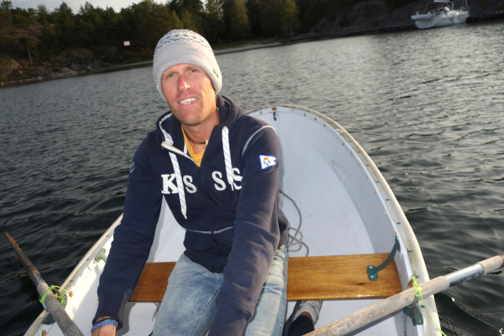 Rowing ashore...not often that we use the dinghy in the archipelago.