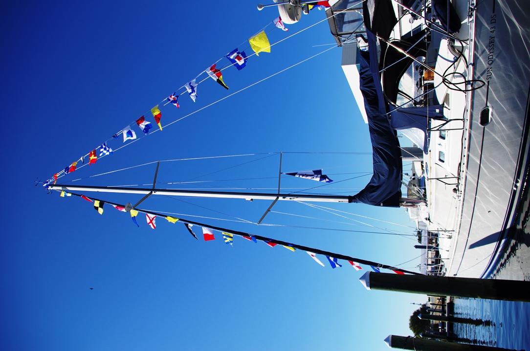 Båtarna smyckas med signalflaggor!