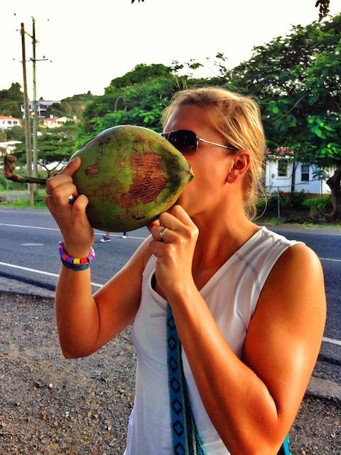 Kokosvatten, direkt ur kokosnöten!