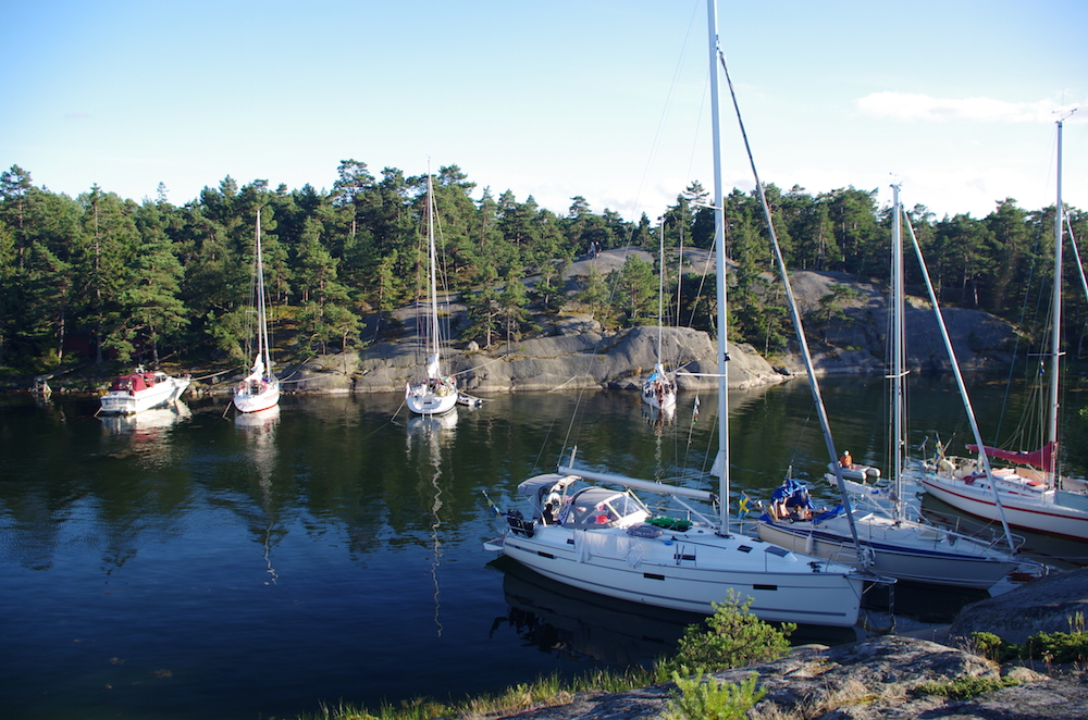 Biskopsön can fit many boat moored to the rocks during the busy days in July