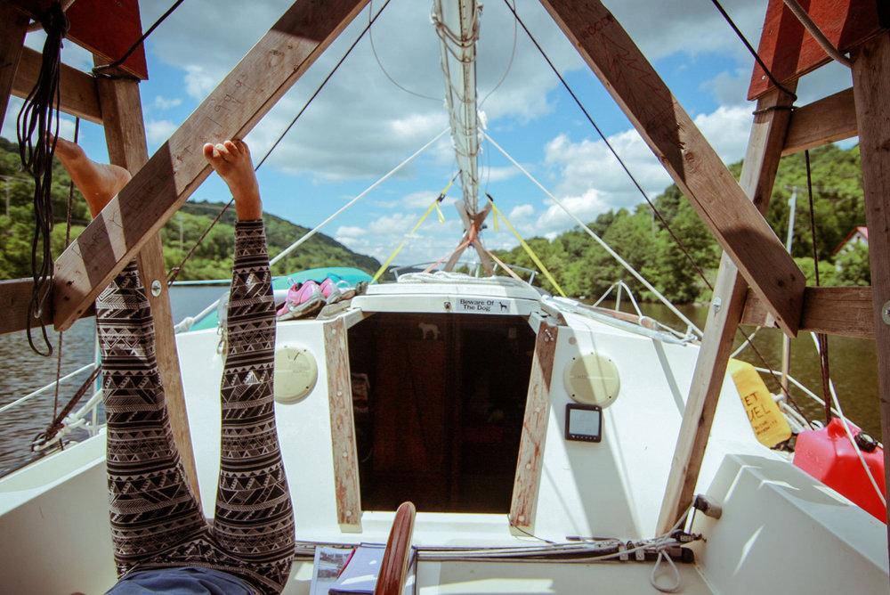 #OntheWindPodcast Episode #219 w. Kaitie & Jessie (& Luke) on a boat / katieandjessieonaboat.com/ // 59-north.com