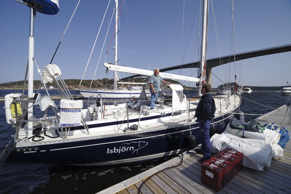 Isbjorn's project manager Henrik chatting with my dad. Batteries & sails still on the dock!