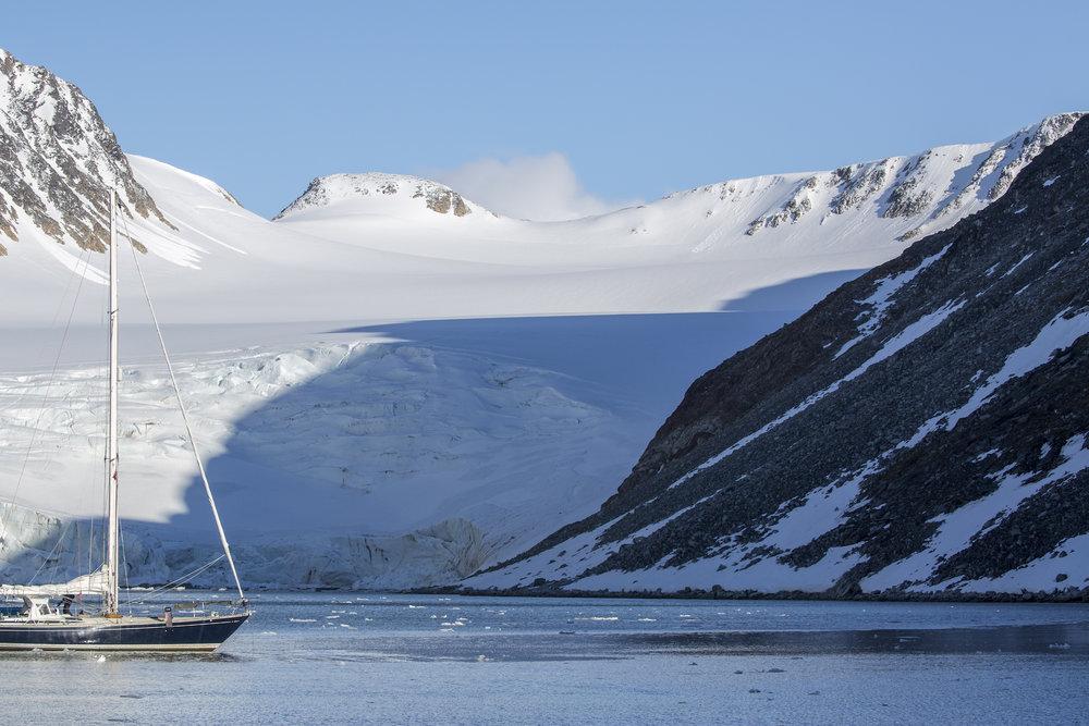 Isbjorn Glacier North_2500px.jpg
