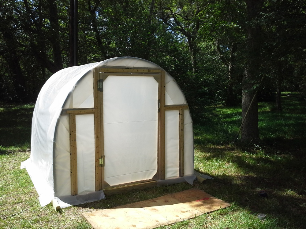 Ain't she cute? Find plans to build one just like it at http://homesteadadvisor.com/greenhouse/.