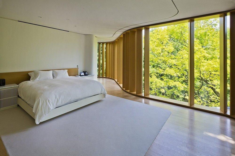 floortoceilingcurvedwindowsbedroom_1280px_00e3d4a976bd4facb69c4413860857fb.jpg
