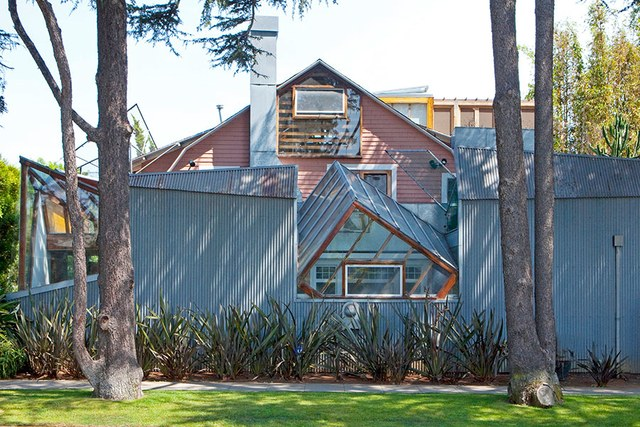 dam-images-architecture-2014-10-gehry-architecture-best-frank-gehry-architecture-02-gehry-house-santa-monica.jpg