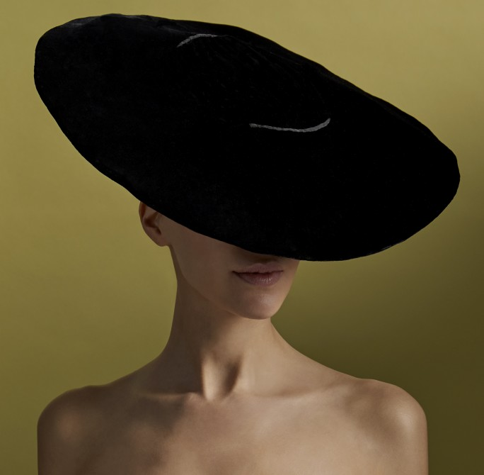 CHRISTIAN DIOR,  CIRCA  1951, A BLACK VELVET WIDE-BRIMMED HAT WITH PLEATS AND BOW. SOLD FOR 1,625 IN 2018 AT SOTHEBY'S SALE COLLECTION QUIDAM DE REVEL © MOLLY SJ LOWE