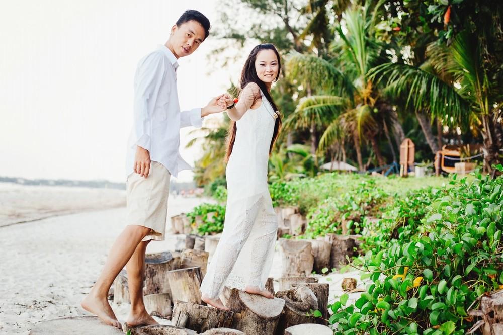 唯美婚纱照画面来看摄影全新唯美风格婚纱照,树木花朵都可以有,搭配婚纱礼服,无论您是喜欢时尚婚纱照,还是唯美婚纱照,我们的创意婚纱摄影都可以满足您的愿望,只为完成您对于婚纱照的完美期待! 肯尼亚蒙巴萨海滩 视觉婚纱摄影婚纱摄影摄影工作室