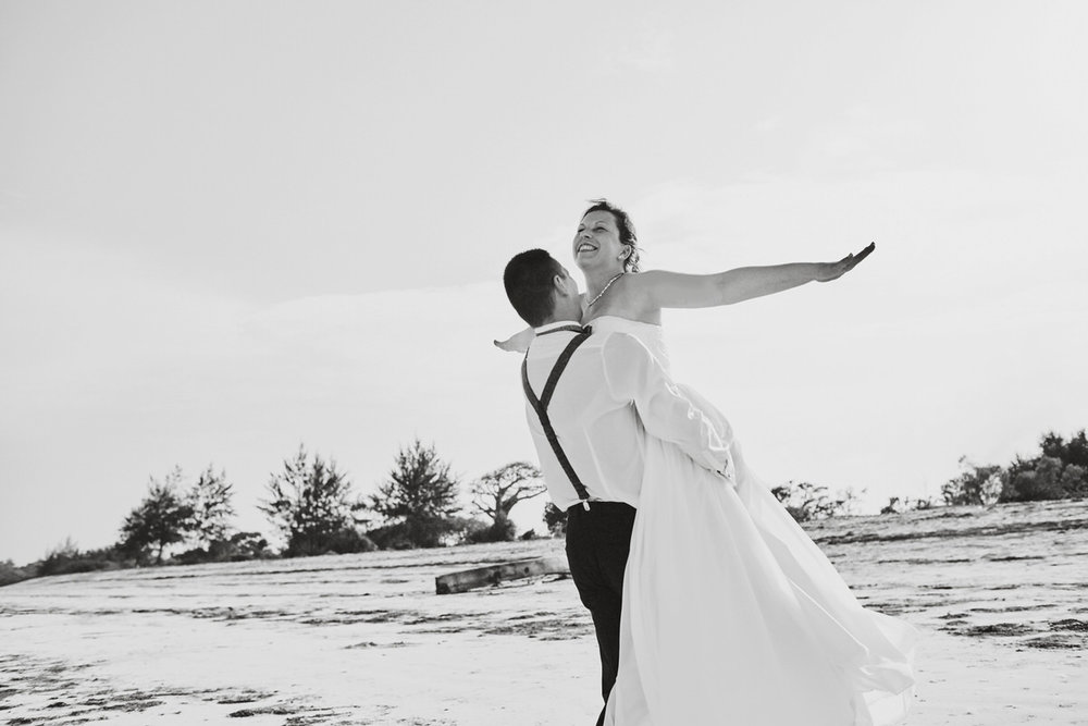 Honeymoon Portraits in Diani Beach, Mombasa. Kenyan Wedding Photographer hochzeitsfotograf hochzeitsfotografie