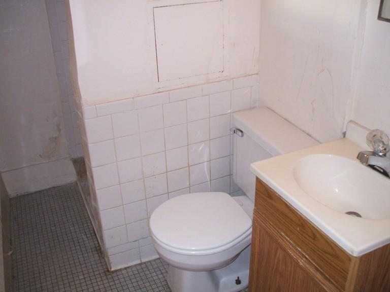 934-1-bath1.JPG