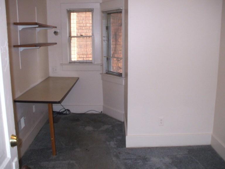 934-1-bedroom2.JPG
