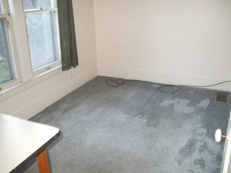 934-1-bedroom4.JPG