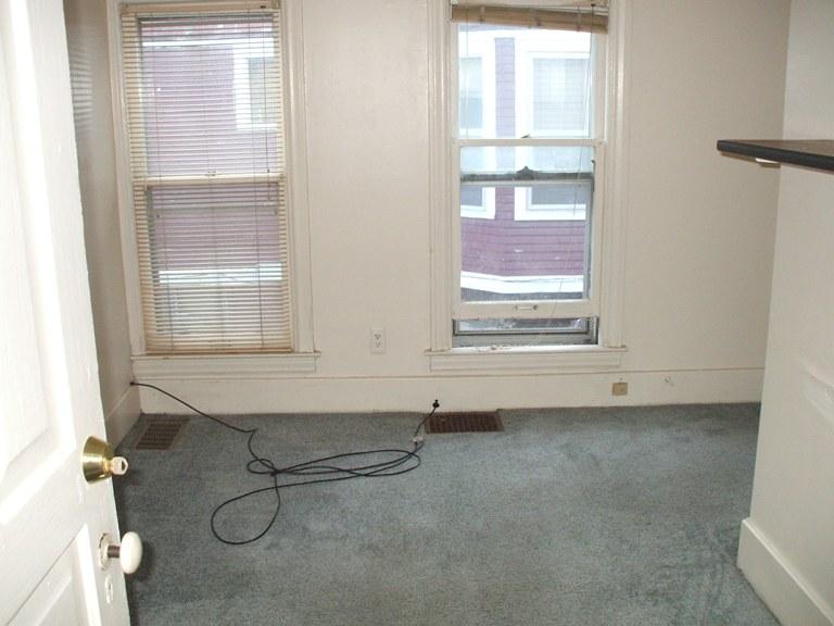 934-1-bedroom5.JPG