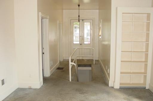 934-1-livingroom.JPG