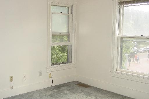 934-2-ivingroom.JPG