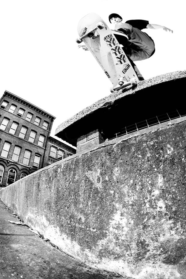 jed_coldwell_backside_tailslide_grey_copyright_henry_kingsford-620x930.jpg