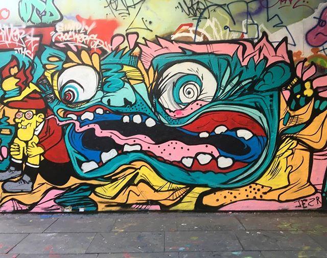 @jeremyjereyou 🤙🏼 #southbank #llsb #landscapeskateboards