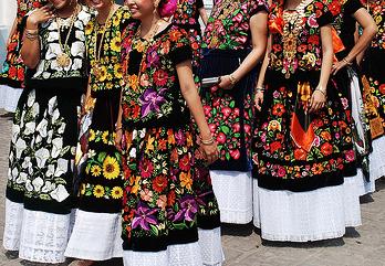 http://seaofcurls.wordpress.com/2010/08/04/tehuana-dresses/