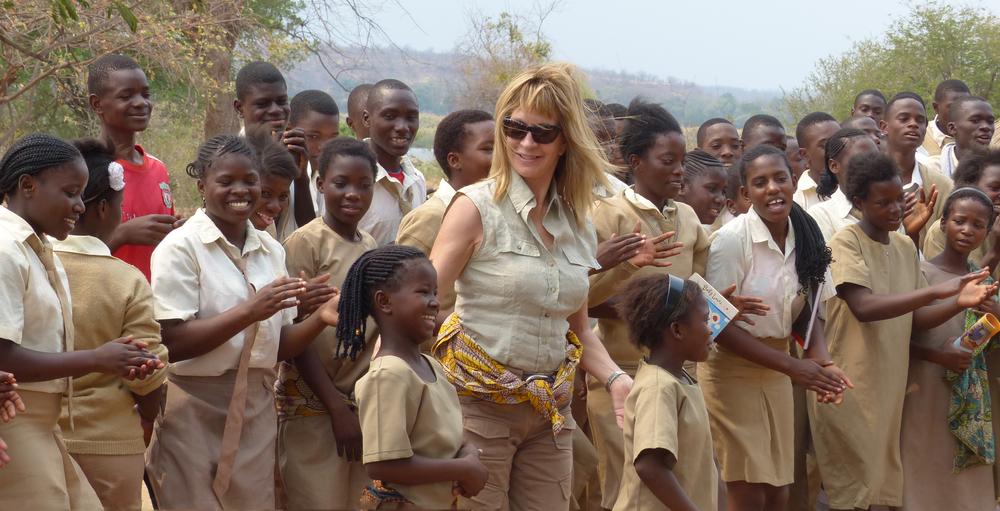 Cherri Briggs with the schoolchildren of Chiawa.