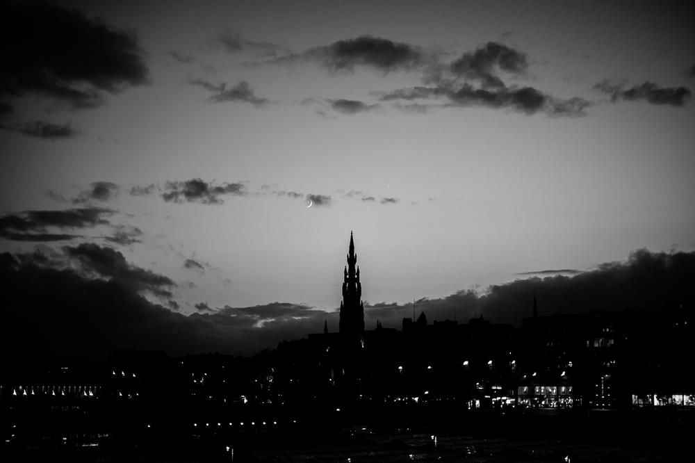Night monumental city scenery  Photo: Alan Thomas Duncan Wilkie