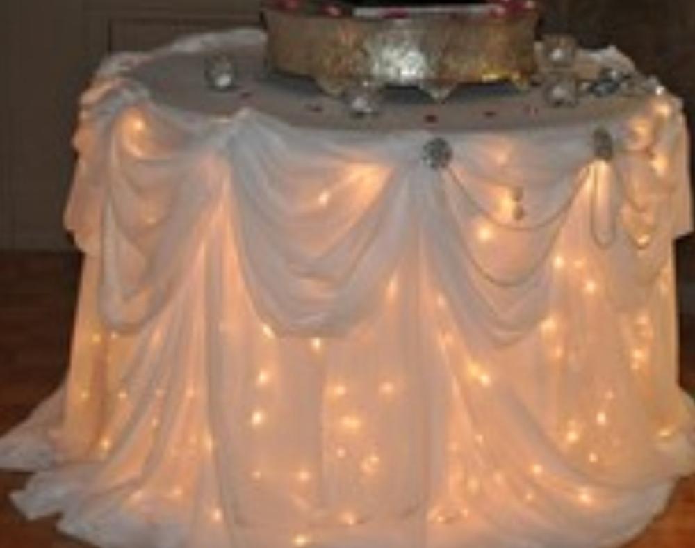 lights uNder wedding cake.jpg