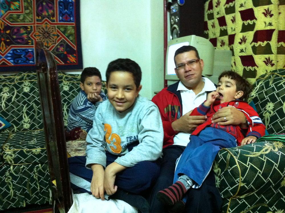 05Hosam&Kids.JPG