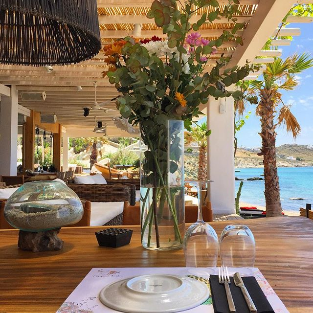 Opposite view. #lovethisplace #hippiefishmykonos #restaurant #mykonos #island #greece #details #instadaily #saturdaymood  #sea #beach #view #cute #colours #lunch #inspiration #interiordesign #travel #travelphotography #ianaluxurytravel #theworldguru