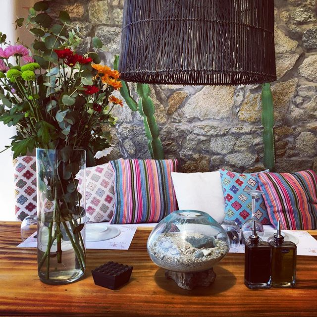 Textures. #hippiefishmykonos #restaurant #mykonos #island #greece #details #tablesetup #table #flowers #instadaily #cactus #pillows #cute #colours #inspiration #interiordesign #travel #travelphotography #ianaluxurytravel